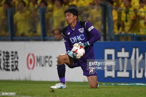 Shuichi Gonda of Sagan Tosu in action during the JLeague J1 match between Kashiwa Reysol and Sagan Tosu at Hitachi Kashiwa Soccer Stadium on August 9...