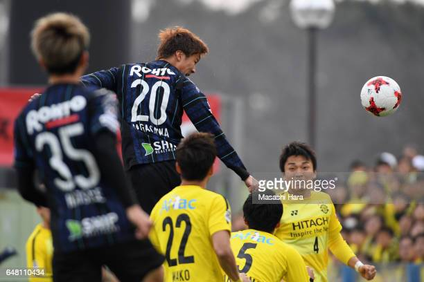 Shun Nagasawa of Gamba Osaka heads to score the opening goal during the JLeague J1 match between Kashiwa Reysol and Gamba Osaka at Hitachi Kashiwa...