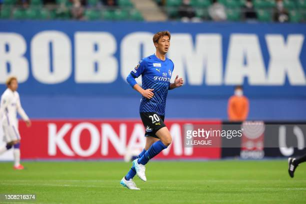 Shun NAGASAWA of Oita Trinita in action during the J.League Meiji Yasuda J1 match between Oita Trinita and Sanfrecce Hiroshima at Showa Denko Dome on...