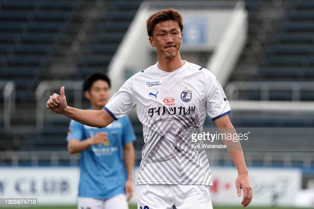 Shun Nagasawa of Oita Trinita looks on during the J.League Meiji Yasuda J1 match between Yokohama FC and Oita Trinita at the NHK Spring Mitsuzawa...