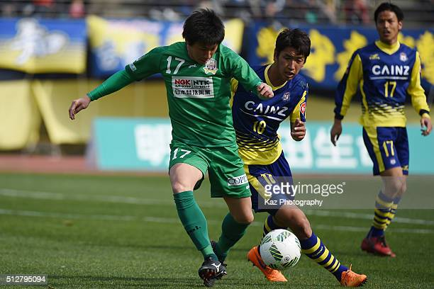 Shun Nogaito of FC Gifu and Yusuke Kawagishi of Thespa Kusatsu Gunma compete for the ball during the JLeague second division match between Thespa...