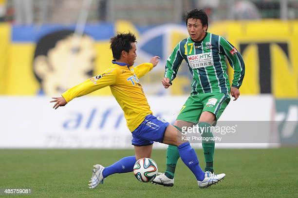 Shun Nogaito of FC Gifu passes the ball under the pressure from Yosuke Yuzawa of Tochigi SC during the J League second division match between FC Gifu...