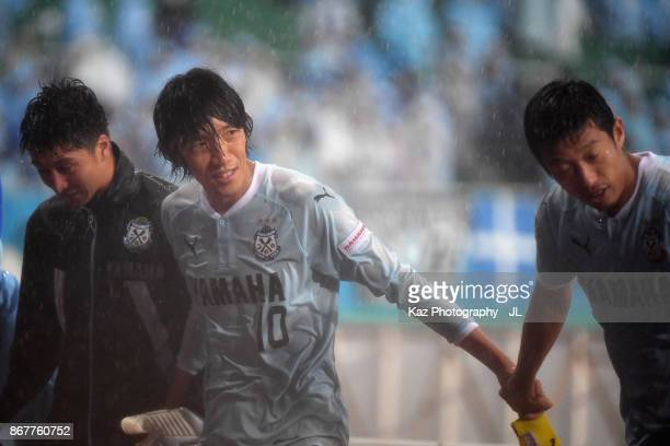 Shunsuke Nakamura and Jubilo Iwata players applauds supporters after their 21 victory in the JLeague J1 match between Jubilo Iwata and Yokohama...