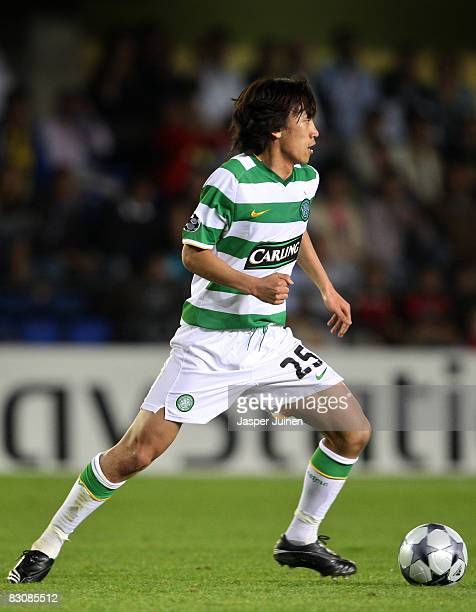 Shunsuke Nakamura of Celtic runs with the ball during the UEFA Champions League Group E match between Villarreal and Celtic at the El Madrigal...
