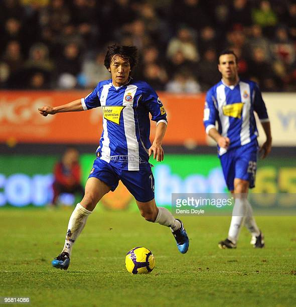 Shunsuke Nakamura of Espanyol takes the ball foward during the La Liga match between Espanyol and CA Osasuna at the Reyno de Navarra stadium on...