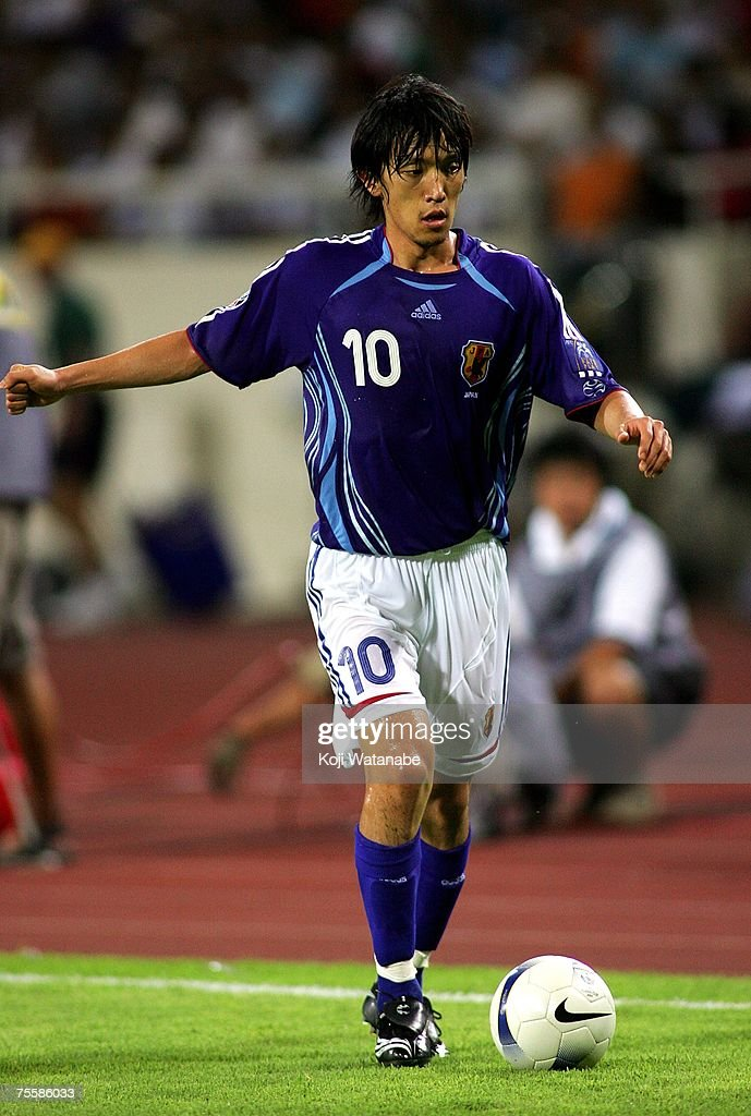 Shunsuke Nakamura #10 of Japan plays during the AFC Asian Cup 2007 Quarter Final between Japan and the Australian Socceroos at My Dinh National Stadium July 21, 2007 in Hanoi, Viet Nam.