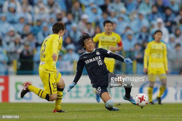 Shunsuke Nakamura of Jubilo Iwata and Kim Bo Kyung of Kashiwa Reysol compete for the ball during the JLeague J1 match between Kashiwa Reysol and...