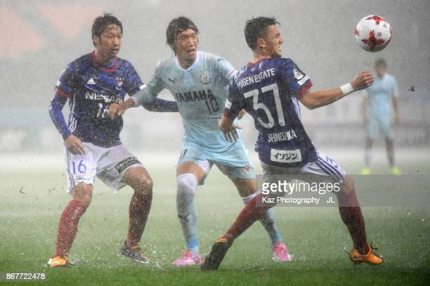 Shunsuke Nakamura of Jubilo Iwata controls the ball under pressure of Sho Ito and Ippei Shinozuka of Yokohama FMarinos during the JLeague J1 match...