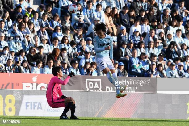 Shunsuke Nakamura of Jubilo iwata heads the ball during the JLeague J1 match between Jubilo Iwata and Kashima Antlers at Yamaha Stadium on December 2...