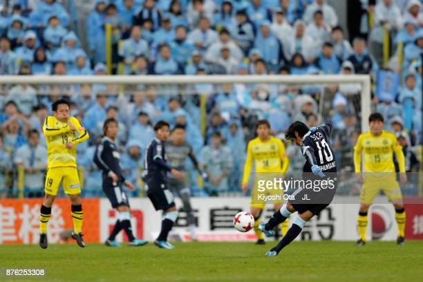 Shunsuke Nakamura of Jubilo Iwata in action during the JLeague J1 match between Kashiwa Reysol and Jubilo Iwata at Hitachi Kashiwa Soccer Stadium on...