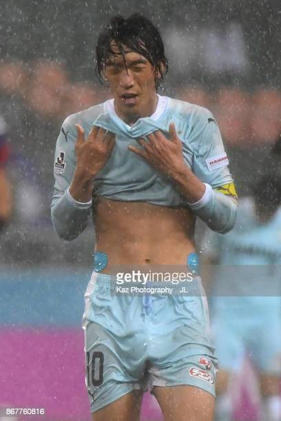 Shunsuke Nakamura of Jubilo Iwata reacts during the JLeague J1 match between Jubilo Iwata and Yokohama FMarinos at Shizuoka Stadium Ecopa on October...