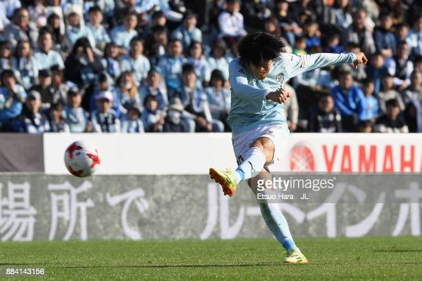 Shunsuke Nakamura of Jubilo Iwata takes a free kick during the JLeague J1 match between Jubilo Iwata and Kashima Antlers at Yamaha Stadium on...