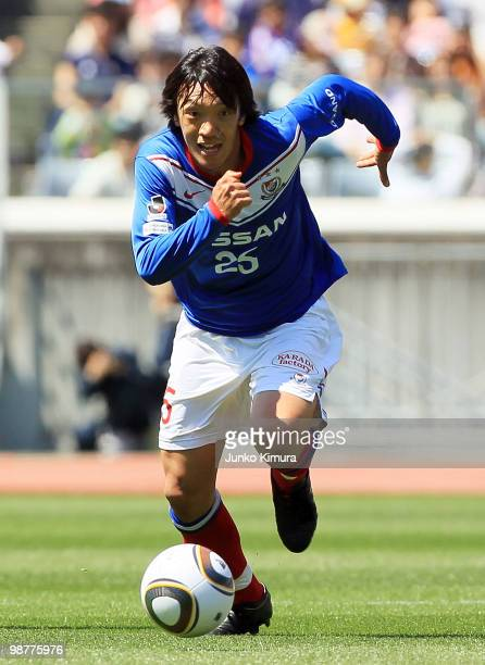 Shunsuke Nakamura of Yokohama F Marinos in action during the J League match between Yokohama F Marinos and Jubilo Iwata at Nissan Stadium on May 1...