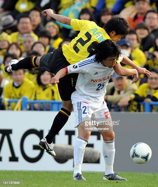 Shunsuke Nakamura of Yokohama FMarinos and Koki Mizuno of Kashiwa Reysol compete for the ball during the JLeague match between Kashiwa Reysol and...