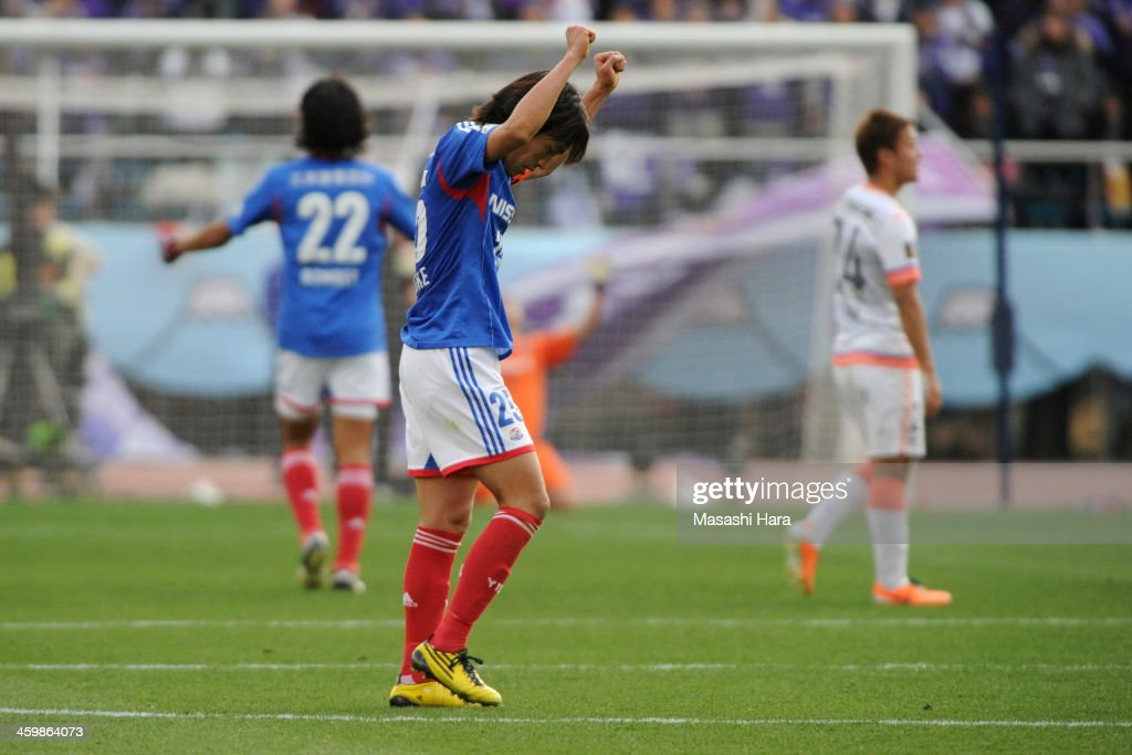 Shunsuke Nakamura #25 of Yokohama F.Marinos celebrates the win during the 93rd Emperor's Cup final between Yokohama F.Marinos and Sanfrecce Hiroshima at the National Stadium on January 1, 2014 in Tokyo, Japan.