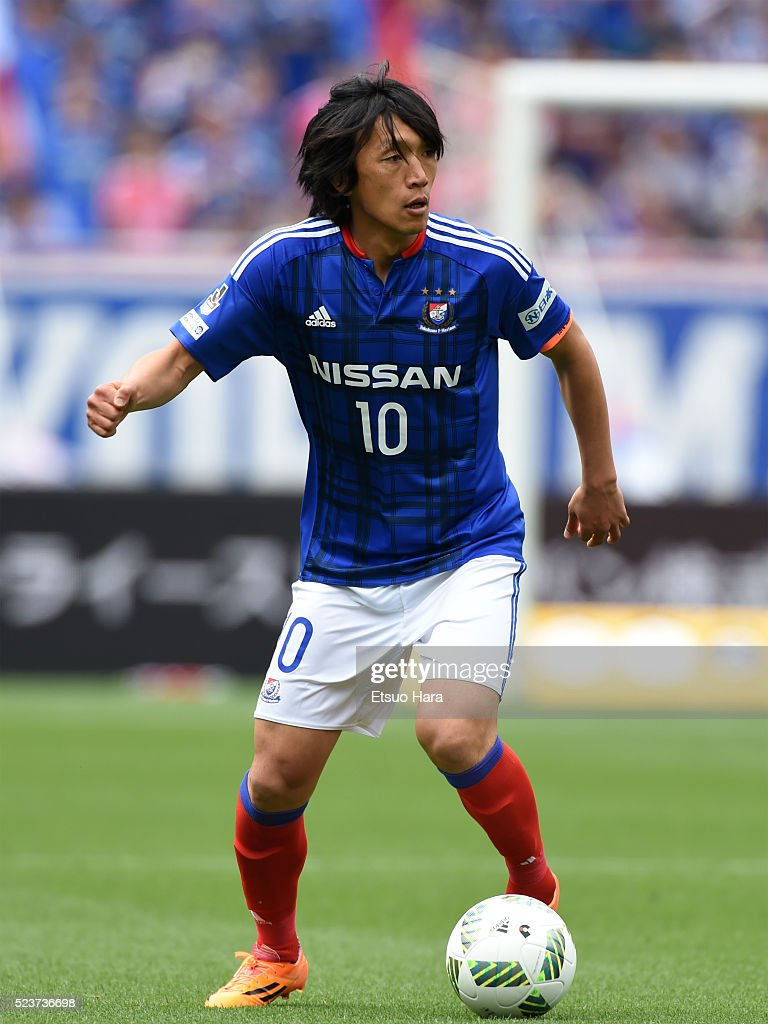Shunsuke Nakamura of Yokohama F.Marinos in action during the J.League match between Yokohama F.Marinos and Sanfrecce Hiroshima at the Nissan Stadium on April 24, 2016 in Yokohama, Kanagawa, Japan.