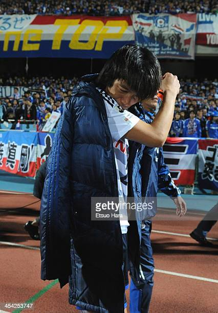 Shunsuke Nakamura of Yokohama FMarinos sheds tears after the JLeague match between Kawasaki Frontale and Yokohama FMarinos at Todoroki Stadium on...