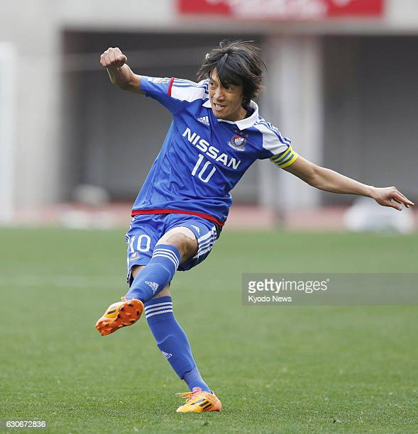 Shunsuke Nakamura takes a free kick in the second half of Yokohama F Marinos' 20 loss to Kashima Antlers in a semifinal of the Emperor's Cup at Nagai...