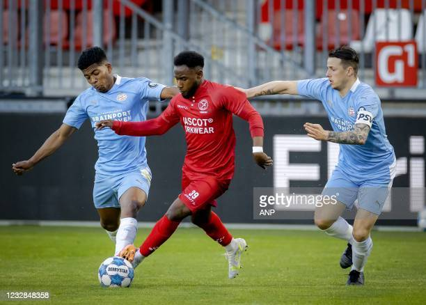 Shurandy Sambo of PSV U23, John Yeboah of Almere City, Mees Kreekels or PSV U23 during the Dutch Kitchen Champion division match between Almere City...