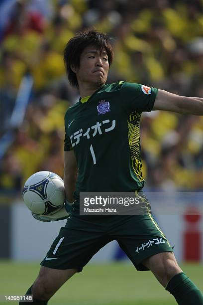 Shusaku Nishikawa of Sanfrecce Hiroshima in action during the JLeague match between Kashiwa Reysol and Sanfrecce Hiroshima at Hitachi Kashiwa Soccer...