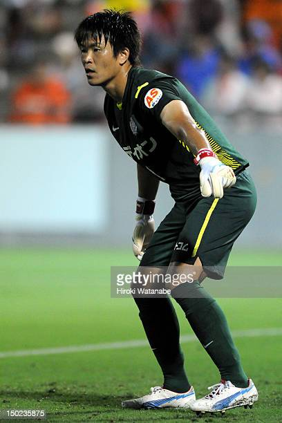 Shusaku Nishikawa of Sanfrecce Hiroshima in action during the JLeague match between Omiya Ardija and Sanfrecce Hiroshima at Nack 5 Stadium Omiya on...