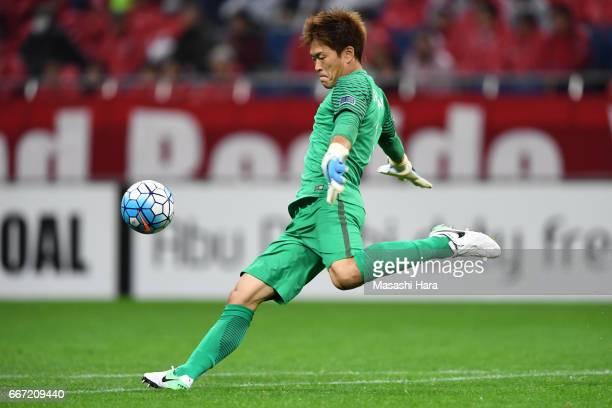 Shusaku Nishikawa of Urawa Red Diamonds in action during the AFC Champions League Group F match between Urawa Red Diamonds and Shanghai SIPG FC at...