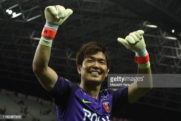 Shusaku Nishikawa of Urawa Reds celebrates the win after the J.League J1 match between Urawa Red Diamonds and Vegalta Sendai at Saitama Stadium on...