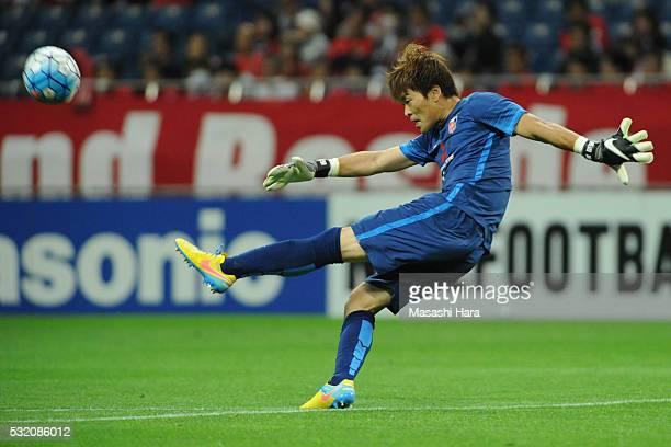 Shusaku Nishikawa of Urrawa Red Diamonds in action during the AFC Champions League Round of 16 First Leg match between Urawa Red Diamonds and FC...
