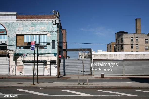 shut down store fronts in queens, new york city - new york state stock pictures, royalty-free photos & images