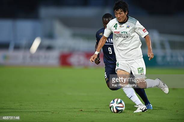 Shuto Tanaka of FC Gifu dribbles the ball during the J League 2nd division match between Thespakusatsu Gunma and FC Gifu at Shoda Shoyu Stadium Gunma...