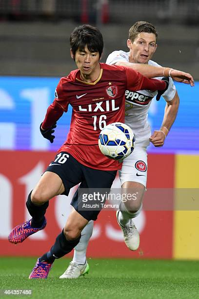 Shuto Yamamoto of Kashima Antlers and Shannon Cole of Western Sydney Wanderers FC compete for the ball during the AFC Champions League Group H match...