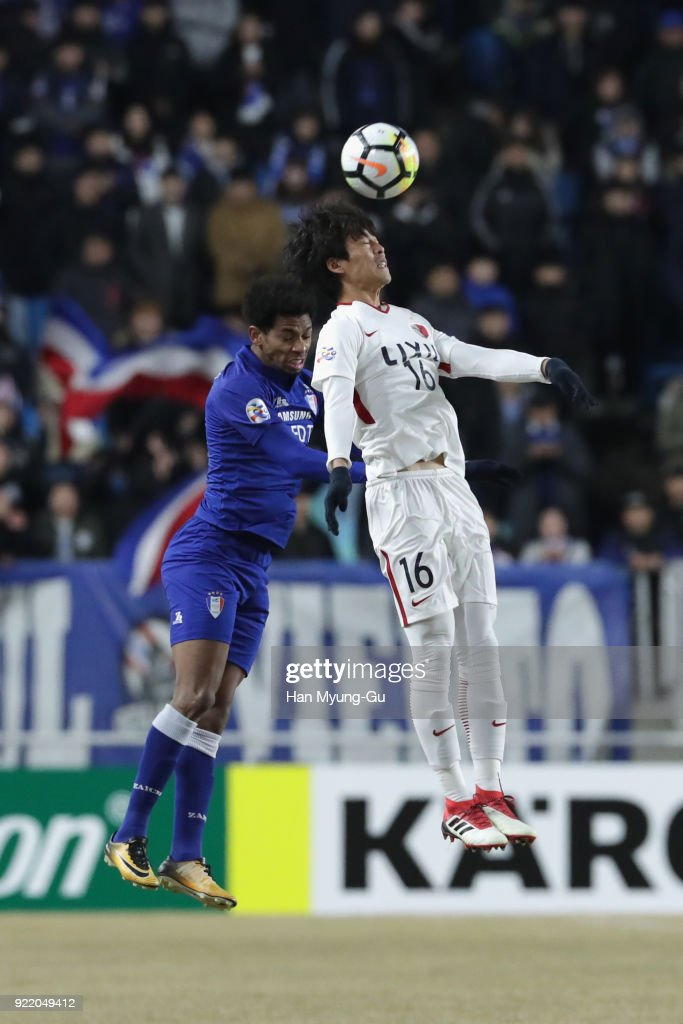 Shuto Yamamoto of Kashima Antlers and Waguininho of Suwon Samsung Bluewings compete foro the ball during the AFC Champions League Group H match between Suwon Samsung Bluewings and Kashima Antlers at Suwon World Cup Stadium on February 21, 2018 in Suwon, South Korea.