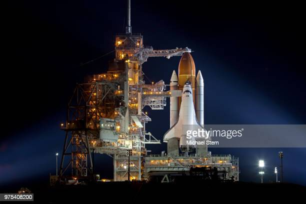shuttle endeavour at night, usa - space and astronomy stock pictures, royalty-free photos & images