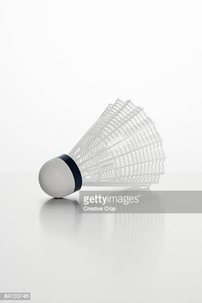 shuttlecock on background - volant de badminton photos et images de collection
