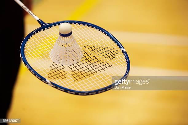 shuttlecock on top of badminton racket - volant de badminton photos et images de collection