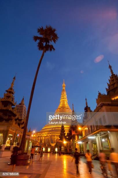 shwedagon pagoda at dusk, yangon, myanmar - lauryn ishak stock pictures, royalty-free photos & images