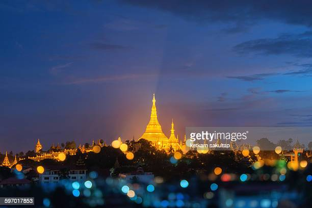 shwedagon pagoda at dusk, yangon, myanmar - yangon stock pictures, royalty-free photos & images