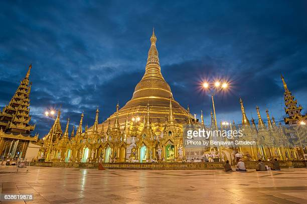 shwedagon pagoda at twilight, yangon, myanmar - myanmar culture stock pictures, royalty-free photos & images