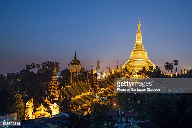 shwedagon pagoda at twilight, yangon, myanmar - yangon stock pictures, royalty-free photos & images