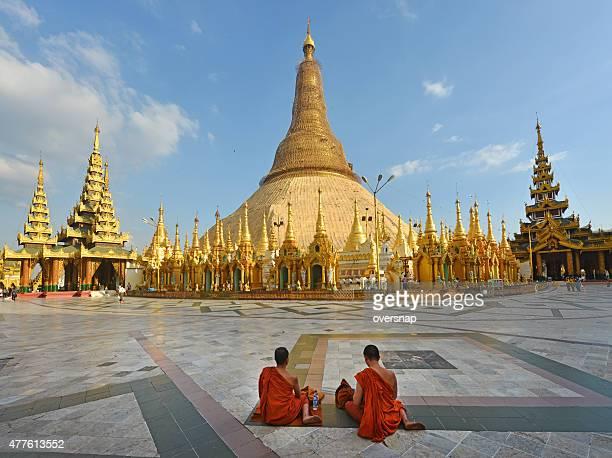 shwedagon pagode - pagode stock-fotos und bilder