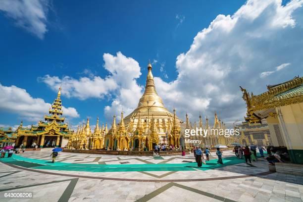 shwedagon pagode yangon myanmar - rangoon stockfoto's en -beelden