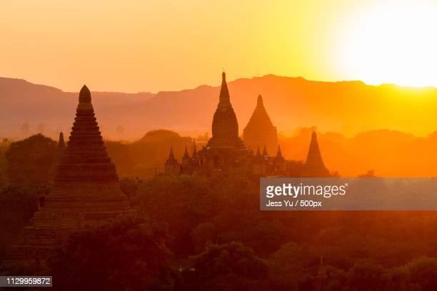 shwesandaw pagoda sunset at bagan, myanmar - leste imagens e fotografias de stock
