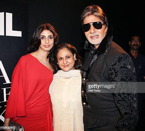 Shweta Nanda Jaya and Amitabh Bachchan at Day II of the HDIL Couture fashion week in Mumbai on October 7 2010