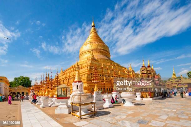 shwezigon pagoda, mandalay, myanmar - rangoon stockfoto's en -beelden