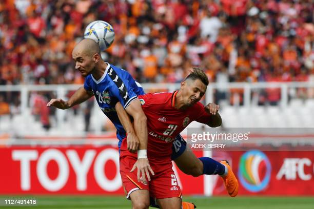 TOPSHOT Shymeiko Veniamin of Vietnam's Becamex Binh Duong fights for the ball with Silvio Benitez of Indonesia's Persija Jakarta during the AFC...