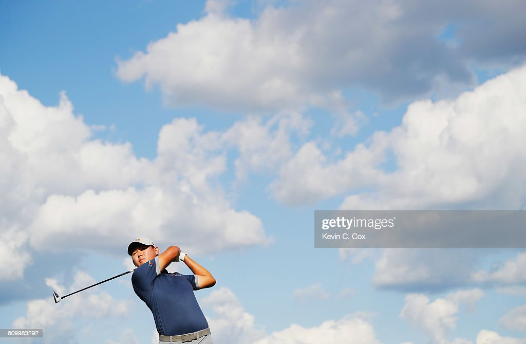 Si Woo Kim of South Korea hits his tee shot on the 16th hole during the second round of the TOUR Championship at East Lake Golf Club on September 23, 2016 in Atlanta, Georgia.