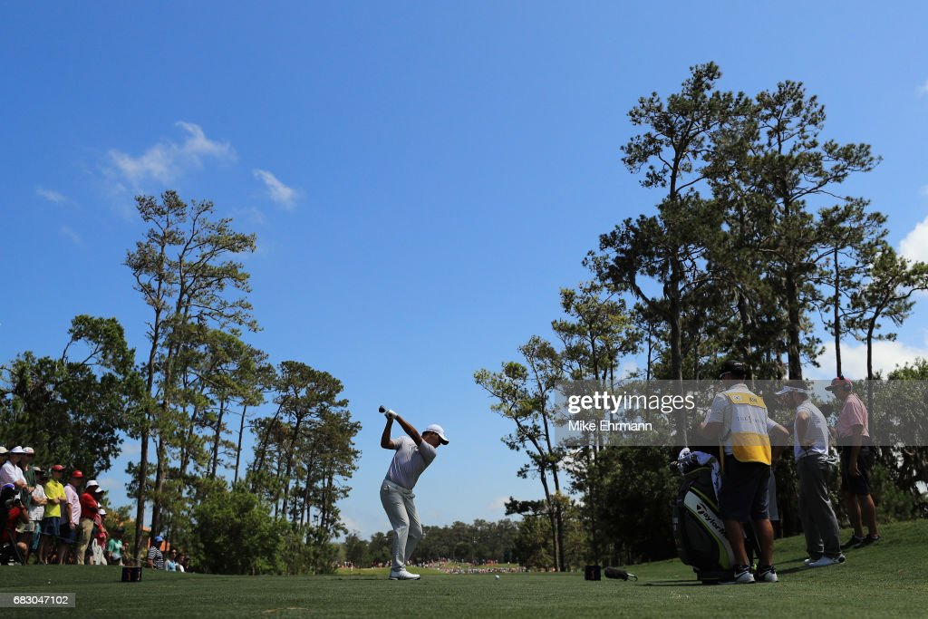 Si Woo Kim of South Korea plays his shot from the fourth tee during the final round of THE PLAYERS Championship at the Stadium course at TPC Sawgrass on May 14, 2017 in Ponte Vedra Beach, Florida.