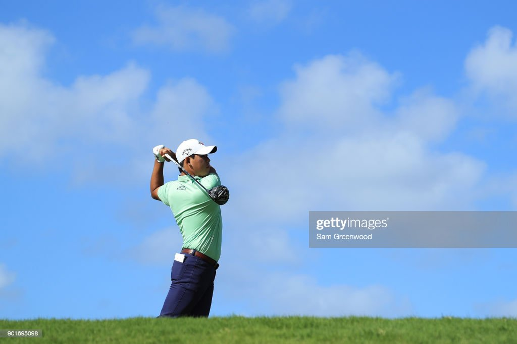 Si Woo Kim of South Korea plays his shot from the tenth tee during the second round of the Sentry Tournament of Champions at Plantation Course at Kapalua Golf Club on January 5, 2018 in Lahaina, Hawaii.
