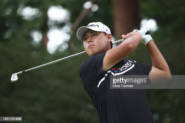 Si Woo Kim of Team South Korea plays his shot from the 16th tee during the first round of the Men's Individual Stroke Play on day six of the Tokyo...