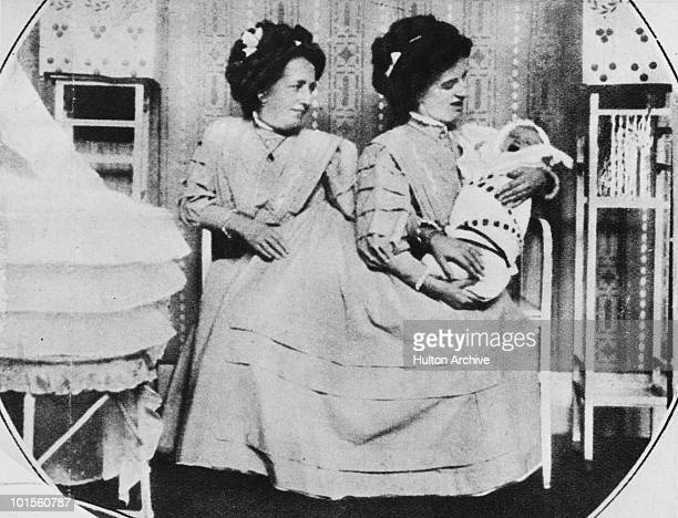 Siamese twins Rosa and Josefa Blazek with Rosa's son Franz or Franzl 1910